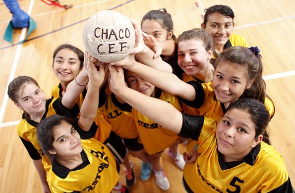 Las caras felices y concentradas de las chicas indican que la hora del juego está por comenzar.