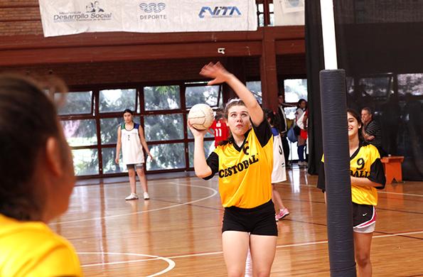 Para su futuro, Luciana sueña con ser deportista profesional y representar al país en cestoball.