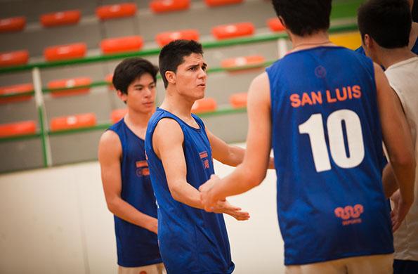 Este talentoso deportista viajó con su equipo a Mar del Plata para probar sus habilidades.