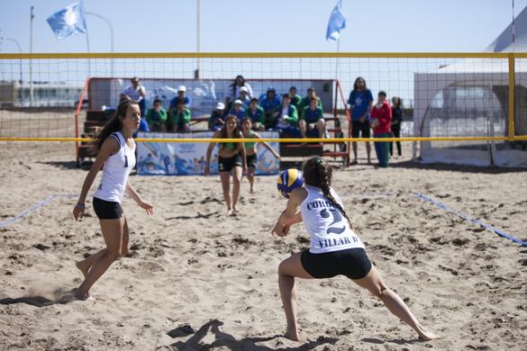 Melania y Delfina juegan vóleibol desde los siete años.