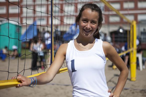Las hermanas practican deporte todos los días, ya sea vóleibol o gimnasia.