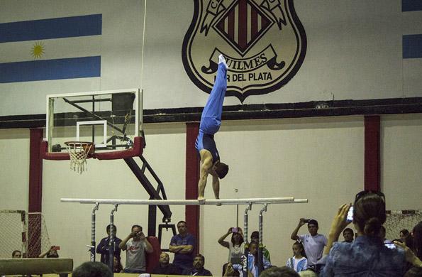 Federico Molinari participó en la exhibición de cierre de la gimnasia artística.