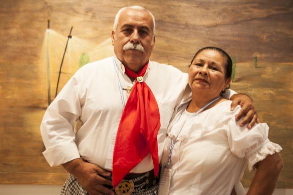 Rosario y Andrés se presentaron en el escenario a bailar chamamé y chacarera.