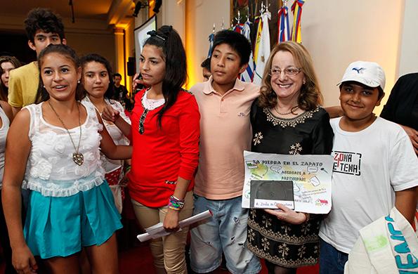 El encuentro aborda la problemática de la representación de los niños en los medios.