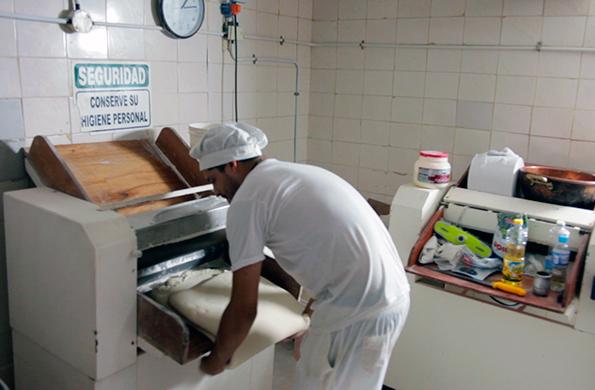 Los miembros de La Cacerola tienen como objetivo el crecimiento de la producción de la cooperativa.