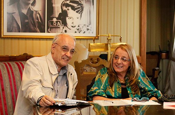 La ministra Alicia Kirchner junto a Emir Sader, experto en investigación social.