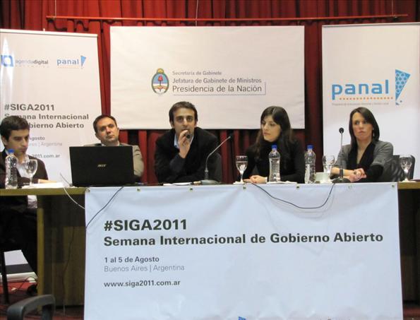 Paulo Rubiano y Nadia Koziner contaron la experiencia de comunicación digital del organismo.