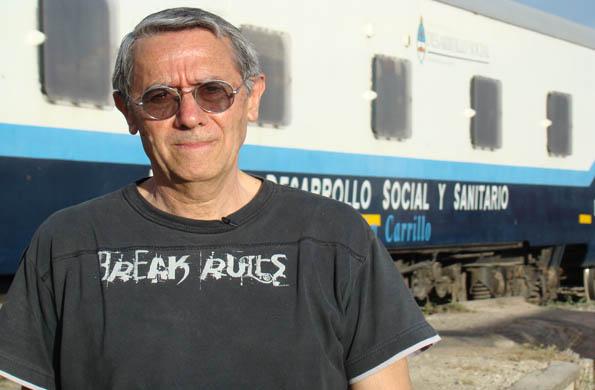 Jorge en su visita al Tren de Desarrollo Social y Sanitario.