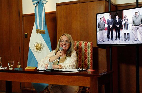 """""""Sigamos construyendo colectivamente"""", dijo Alicia Kirchner."""