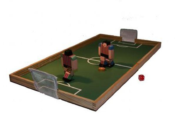 """Juego didáctico de fútbol diseñado por la marca colectiva """"La Ovejita Negra""""."""