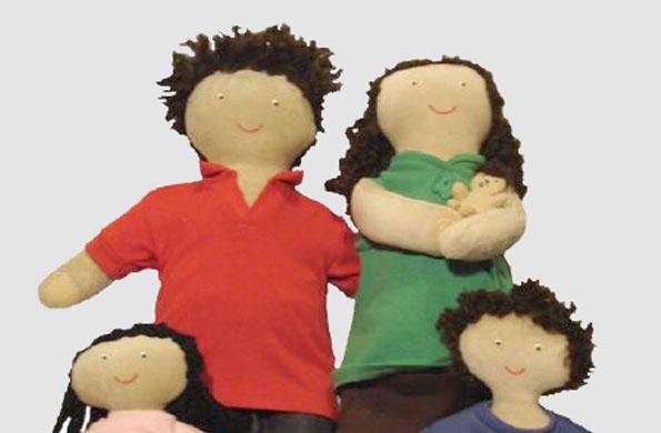 """""""Celina mamá"""" muñeca diseñada para fomentar el aprendizaje de niños y niñas."""