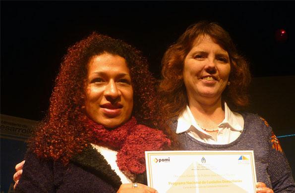 La doctora Mónica Roqué participó de la entrega de diplomas.