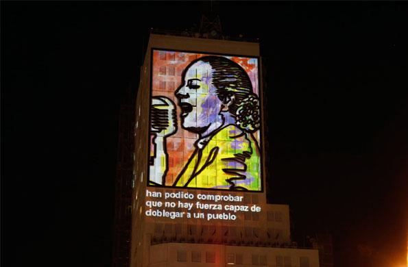 La proyección audiovisual incluye los discursos más recordados de Evita.
