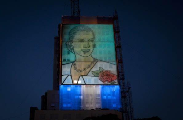 Mural de Evita en la fachada sur del ex edificio MOP.