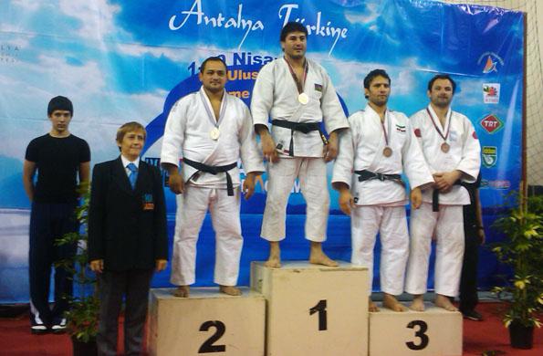 Jorge Lencina en el podio, el judoca argentino realizó una exitosa carrera.