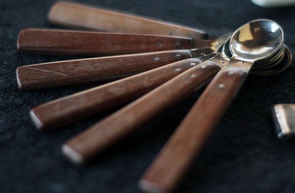 Las cucharas de plata y madera son uno de los artículos que comercializa Challa Huasi en Jujuy.