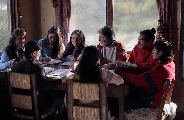 """Emprendedores que forman parte de """"Challa Huasi"""" en plena organización laboral en Jujuy."""