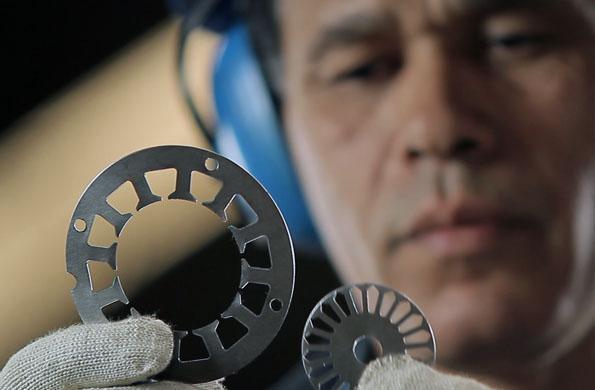 Algunas piezas que utilizan los trabajadores en la fabricación de sus productos.