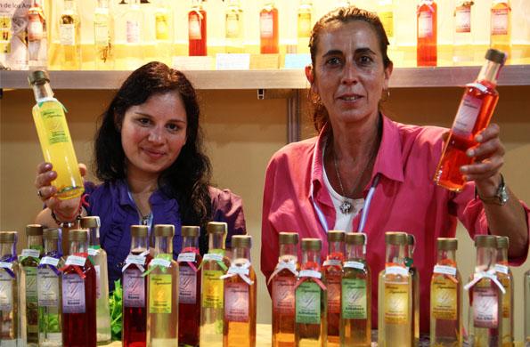 Emprendedoras exhibiendo sus productos de excelente calidad en el Mercado Federal en Tecnópolis.