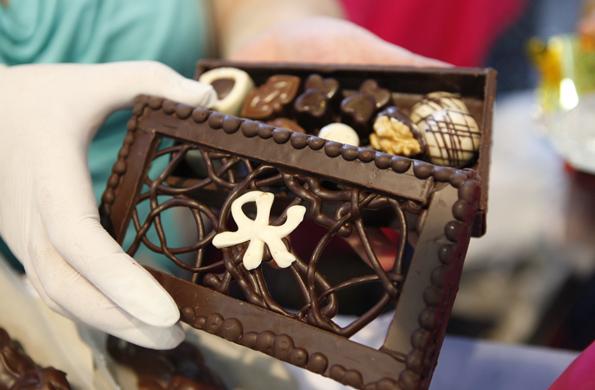 Una de las cajas de chocolate elaborada artesanalmente.