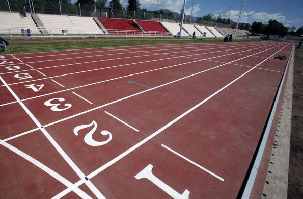 La nueva pista de atletismo está ubicada en el Parque San Martín de la capital mendocina.