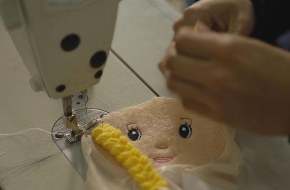 También se confeccionan muñecas de tela.