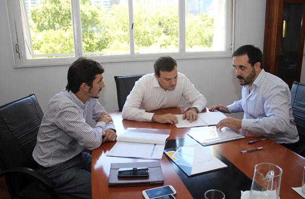 El convenio fue firmado ayer en la sede del AABE.