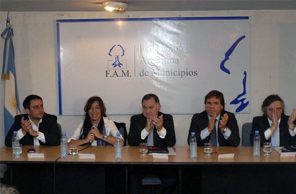 Alicia Kirchner participó de la presentación del Programa de Fortalecimiento Comunal.