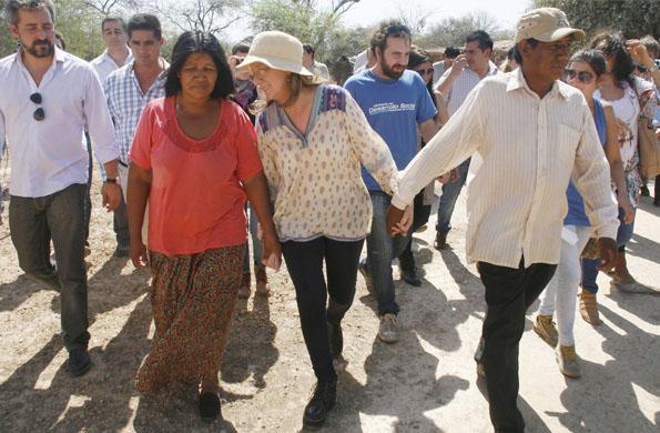 La ministra de Desarrollo Social, durante su recorrida por el Chaco salteño.