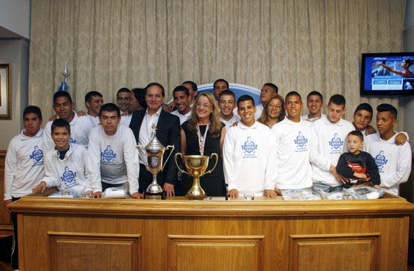 Alicia Kirchner junto a la delegación que ganó la copa del mundo de Programas Sociales.