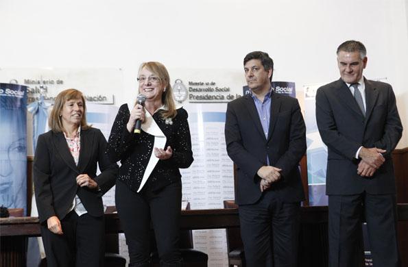 La inauguración la llevó a cabo junto a la ministra de Industria, Débora Giorgi.