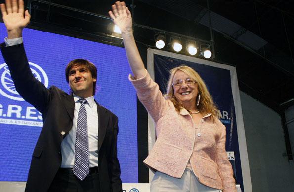 La ministra Alicia Kirchner junto al titular de la ANSES Diego Bossio en el acto de Almirante Brown.