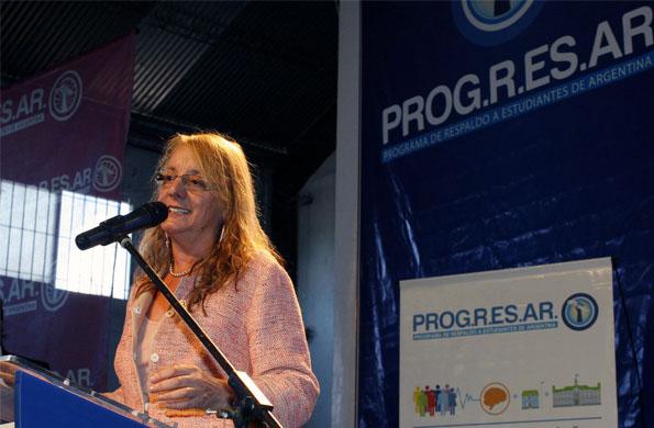 Alicia Kirchner en el acto de la iniciativa que cuenta con más de 6 mil jóvenes inscriptos.