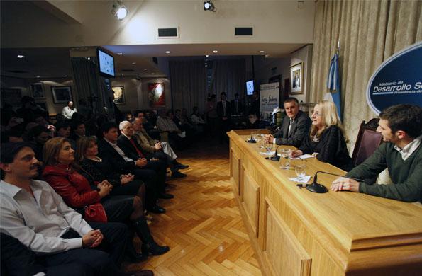 La ministra de Desarrollo Social efectivizó órdenes de pago a diferentes organizaciones sociales.
