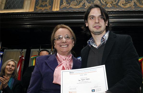 Alicia Kirchner entregó becas de estudio Presidente Néstor Carlos Kirchner.