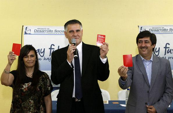 """Durante la actividad, los presentes le """"sacaron tarjeta roja al maltratador""""."""
