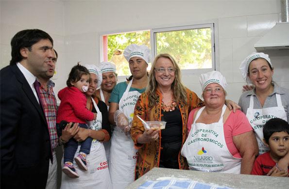 Alicia Kirchner visitó la cocina comunitaria realizada por cooperativistas de Argentina Trabaja.