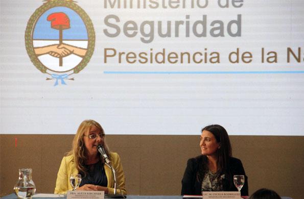 La ministra Alicia Kirchner junto a la ministra de Seguridad, María Cecilia Rodríguez.