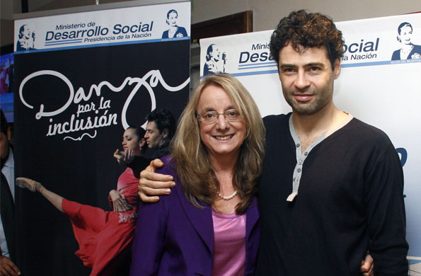 La ministra de Desarrollo Social, Alicia Kirchner, junto a Iñaki Urlezaga.