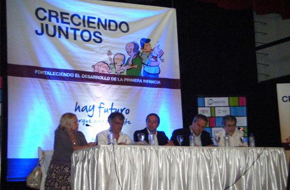 Liliana Gamarra, Gabriel Lerner, Carlos Camau Espínola, Jaime Perczyk, en el cierre del encuentro.