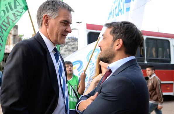 El secretario Carlos Castagneto junto al intendente de Berazategui, Patricio Mussi.