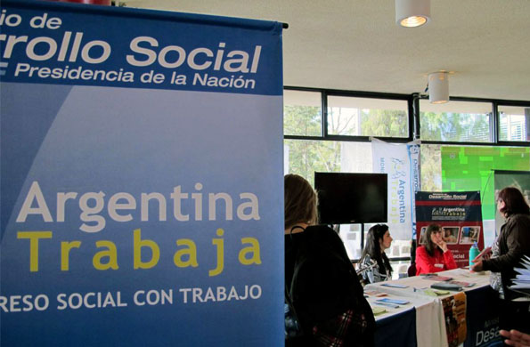 Mesa del Ministerio de Desarrollo Social de la Nación en el Foro de Economía Social en Mendoza.