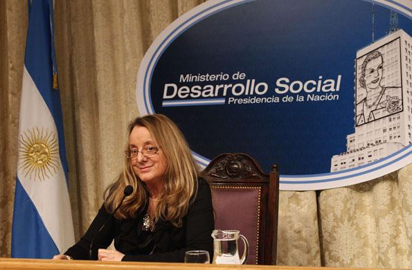 La ministra Alicia Kirchner entregó órdenes de pago y pensiones.
