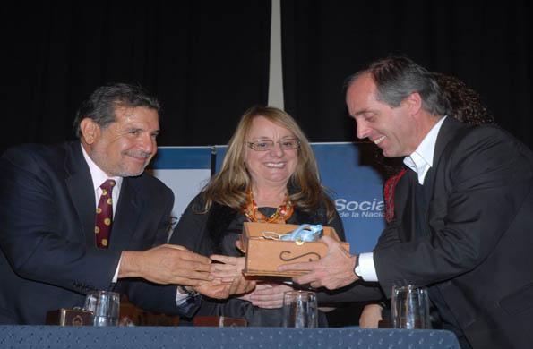 Alicia Kirchner junto al secretario de Deporte Claudio Morresi y el Gobernador Luis Beder Herrera.