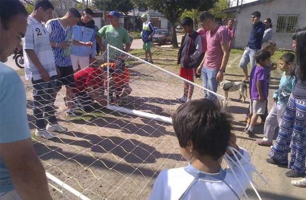Vecinos y vecinas del barrio Villa Evita de Ituzaingó disfrutaron de una jornada deportiva.