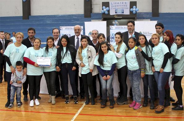 Se entregaron certificados a Líderes Deportivos Comunitarios.
