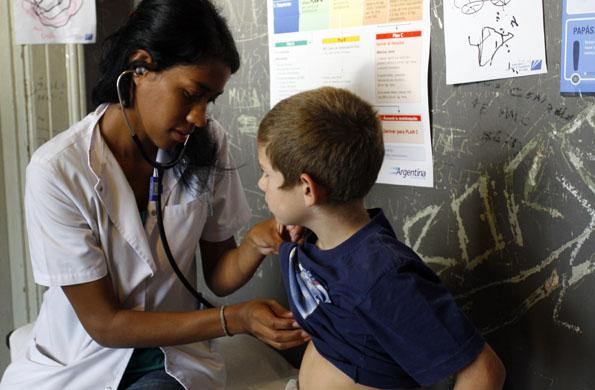 En el Tren se realizan consultas oftalmológicas, odontológicas, pediátricas y análisis clínicos.