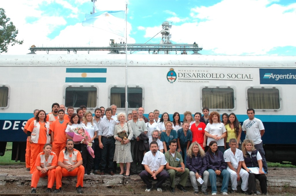 """Equipo de profesionales que conforman el tren """"Ramón Carrillo"""" como ministerio itinerante (archivo)."""