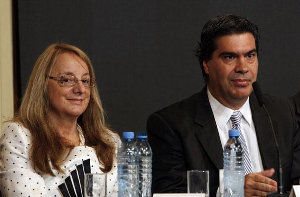 La ministra de Desarrollo Social, Alicia Kirchner, junto al Jefe de Gabinete, Jorge Capitanich.