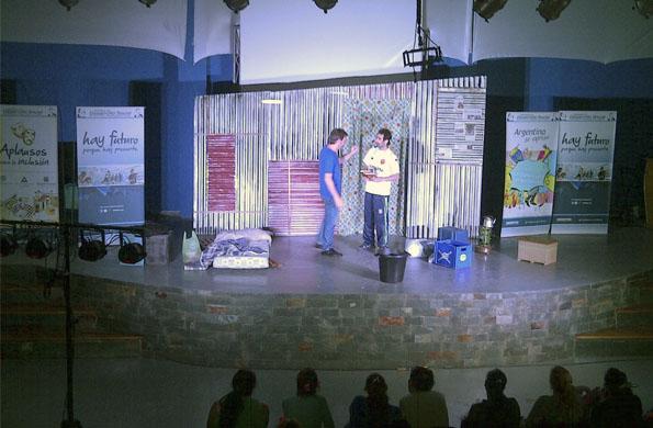 """La obra """"Es más fácil matarte"""" se presentó ayer en la localidad bonaerense de San Francisco Solano."""
